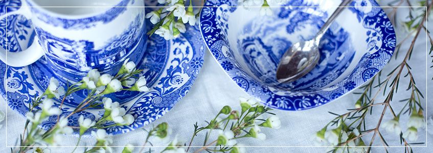 Blue & White Placesettings | Spring Tablescape Trend 2017 | Interior Design Trend 2017