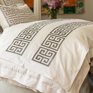 Lili Alessandra Guy Throw - Ivory Basketweave w/ Platinum Velvet Applique LT447AIGR-V